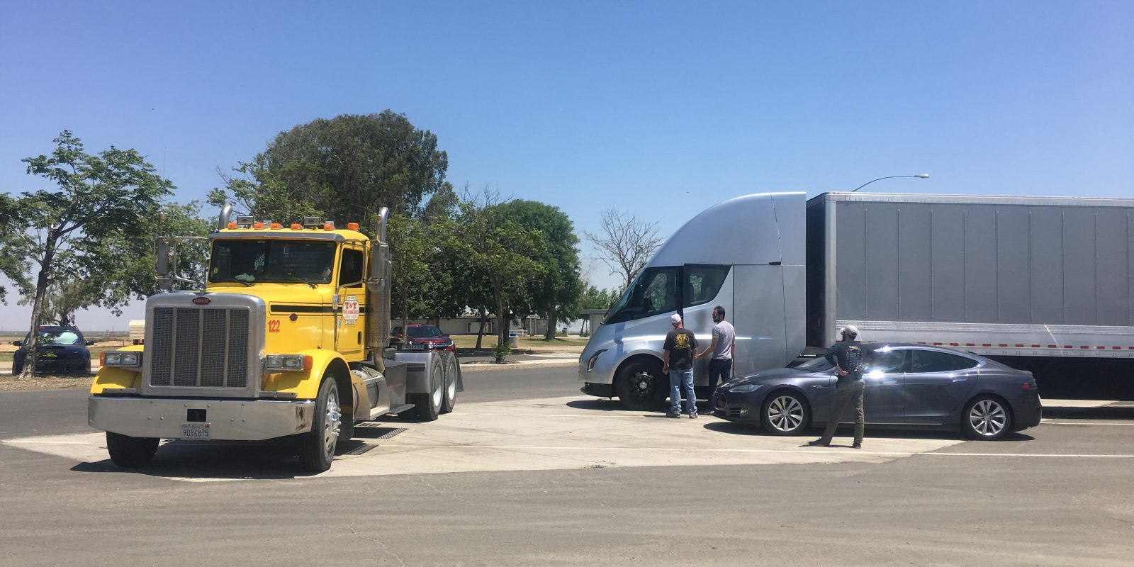 tesla delays electric semi truck production to next year [ 1600 x 800 Pixel ]
