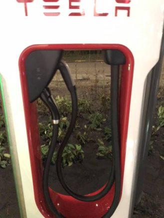 Tesla Supercharger CCS 2