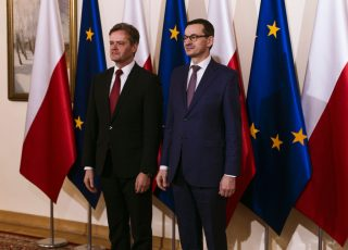 Markus Schäfer (l.), Member of the Divisional Board of Management of Mercedes-Benz Cars, Production and Supply Chain, and Mateusz Morawiecki (r.), Prime Minister of Poland, announce the new battery factory for Mercedes-Benz Cars at the polish site in Jawor.