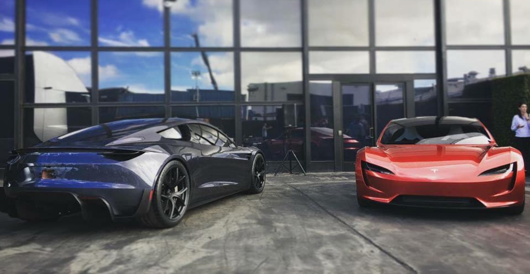 Tesla-Roadster-hero.jpg