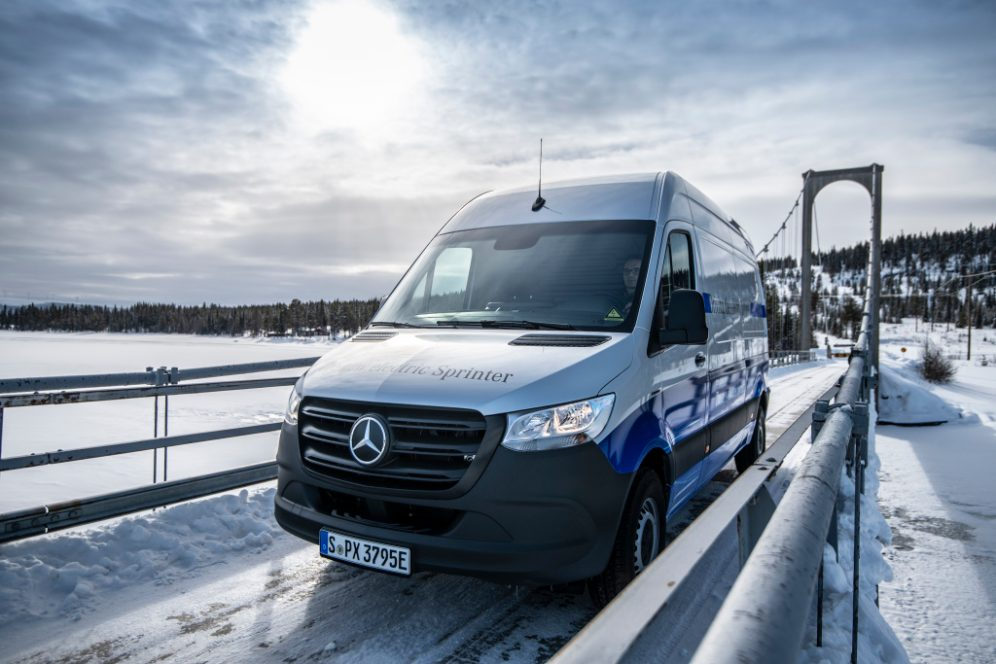 Elektrische Transporter von Mercedes-Benz Vans: Auch bei arktischen Bedingungen zuverlässig auf der letzten Meile – Der Mercedes-Benz eSprinter absolviert seine finale Wintererprobung am PolarkreisElectric Vans from Mercedes-Benz Vans: Reliable last-m