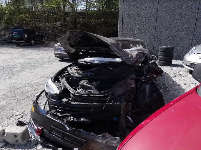 Tesla Model S crash Autopilot 1