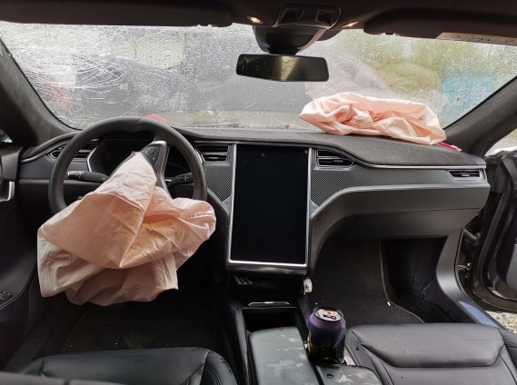 Tesla Model S crash Autopilot 8