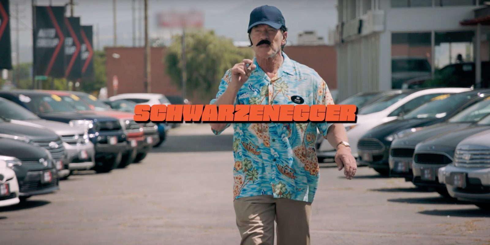 Watch A Disguised Arnold Schwarzenegger Try To Sell Gas Cars To Prospective Ev Customers Electrek