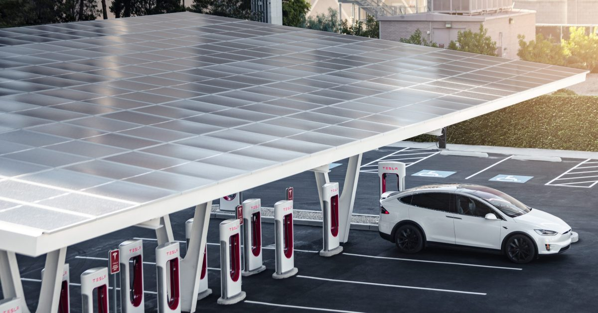Tesla says it will power all Superchargers with renewable energy this year - Electrek