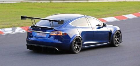 Tesla Model S plaid prototype spoiler