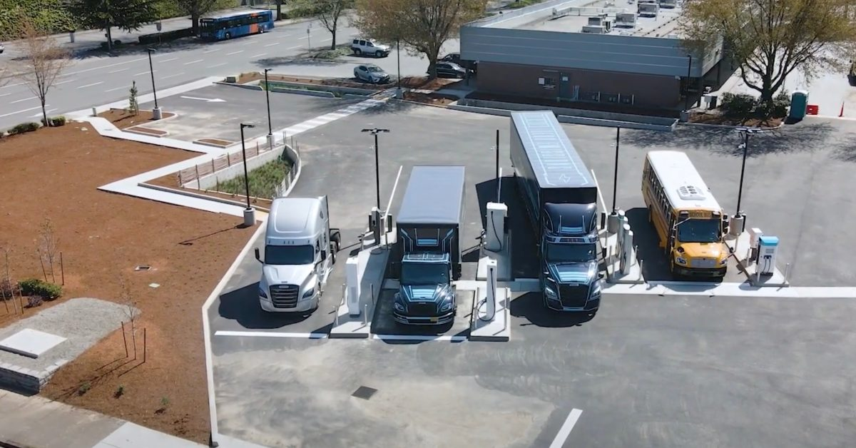 Daimler unveils new 'first of its kind' electric truck charging station - Electrek.co