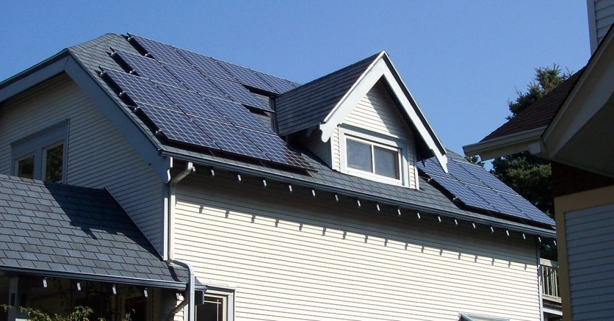 How US utilities are trying to block rooftop solar adoption - Electrek