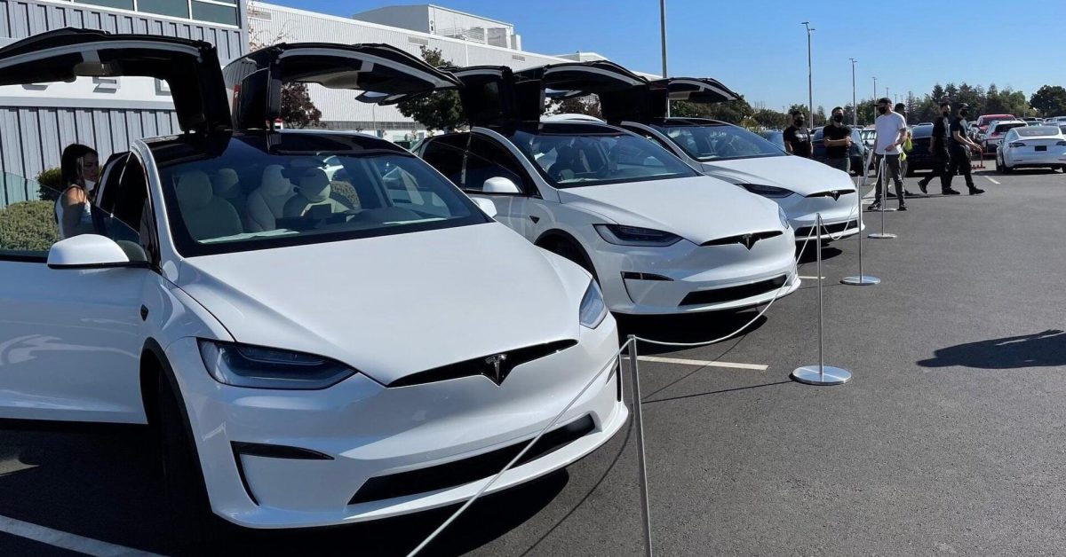 Refreshed Tesla Model X with gorgeous interior delivered to customers [video] - Electrek.co