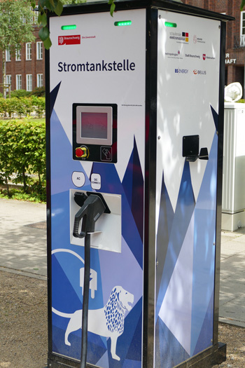 chargeur rapide voiture electrique 1 - Les bonnes pratiques pour préserver la batterie des voitures électriques