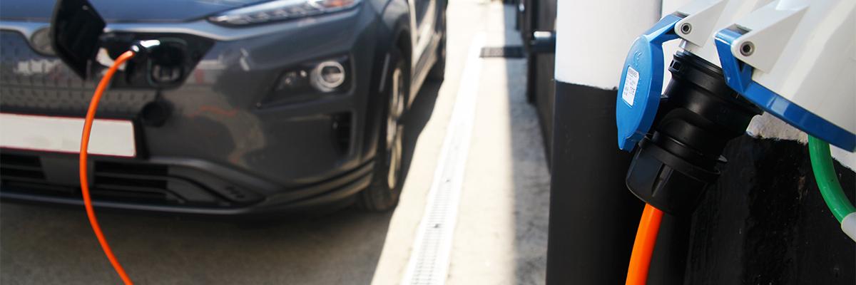 Chargeurs portables et bornes mobiles pour véhicules électriques