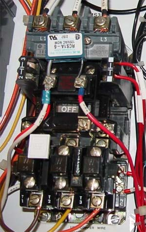 How contactor controls an electric motor?