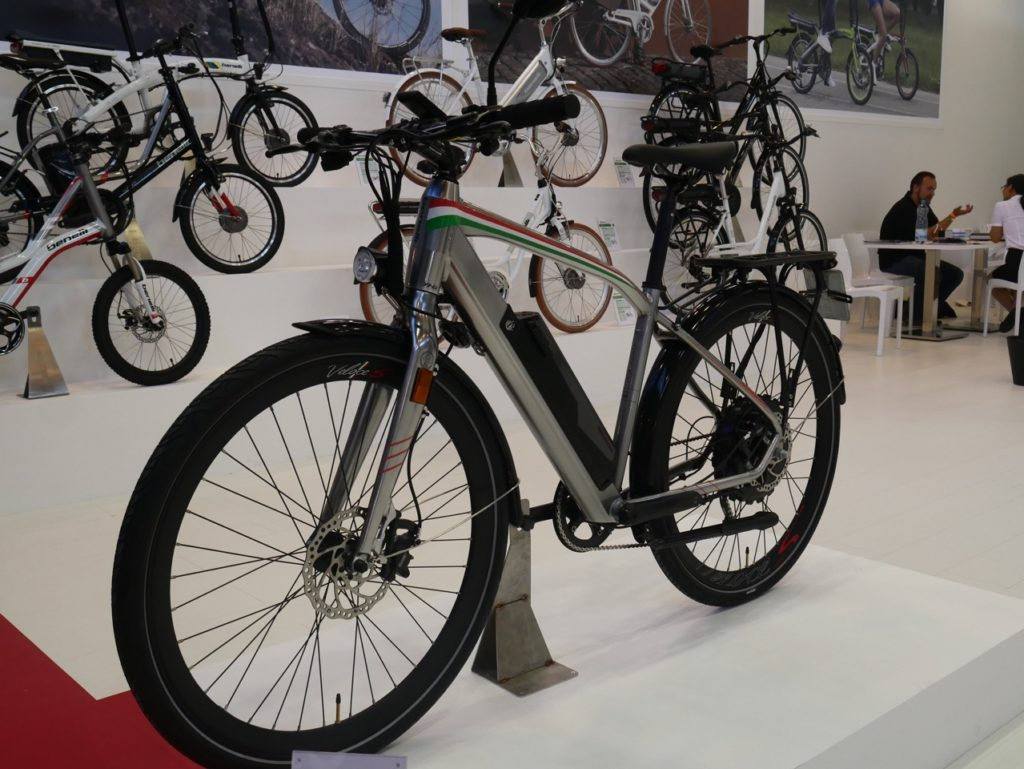 benelli-touring-electric-bike