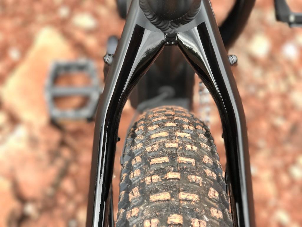 izip-e3-peak-electric-mountain-bike-rear-tire-frame