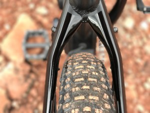 izip-e3-peak-electric-mountain-bike-rear-tire-frame