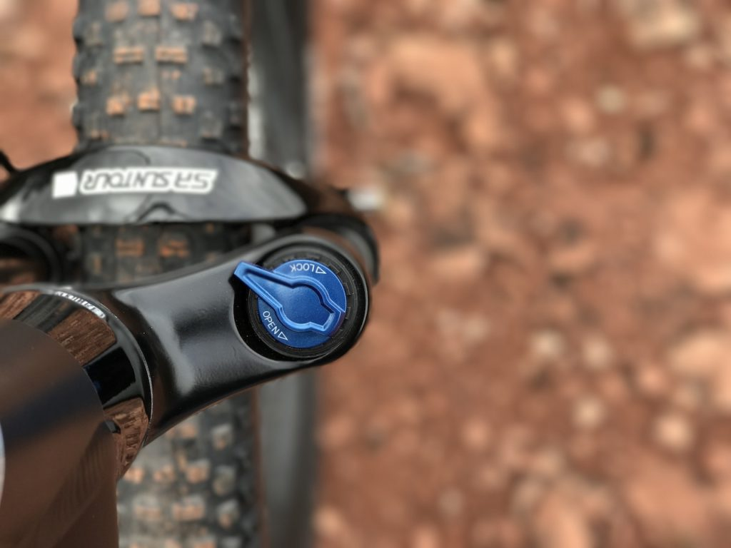 izip-e3-peak-electric-mountain-bike-suspension-fork-lockout