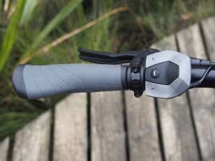 Tidy handlebar and remote
