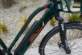 Typical Reention-style battery, Suntour forks and nice Schwalbe Marathon tyres