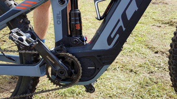 The Shimano E8000 is very short in the rear and compact overall