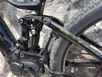Maestro suspension is one of the best and its compact design allows for XS sizes