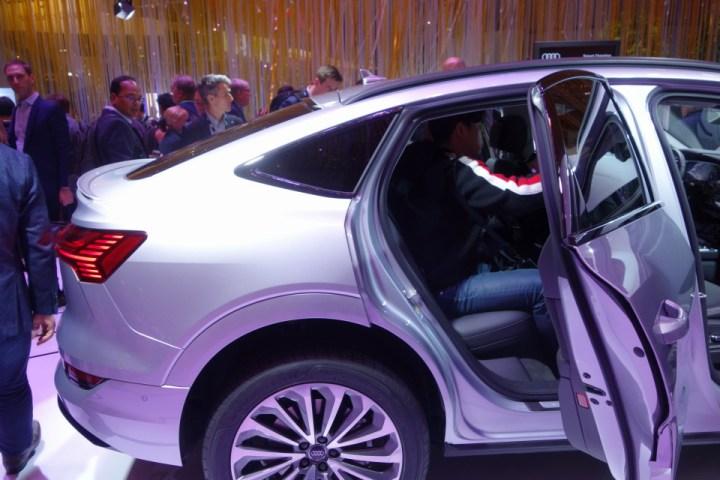 Audi e-tron Sportback quattro, un SUV masiv (2.5 TONE !!!) cu portbagaj mai mic