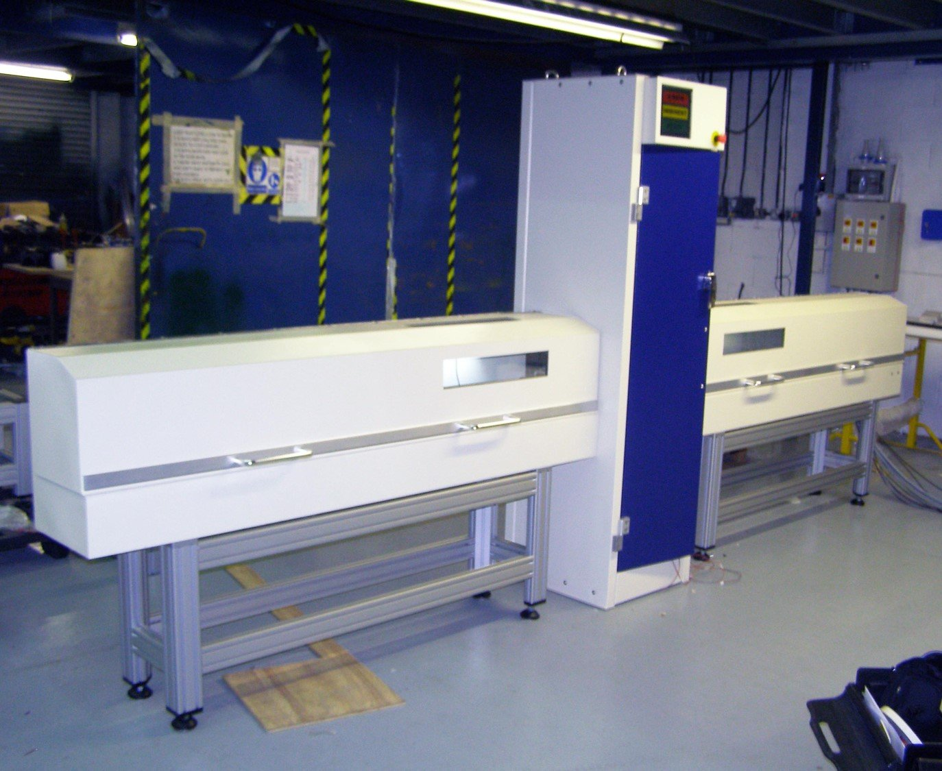 Sample feed system cabinet