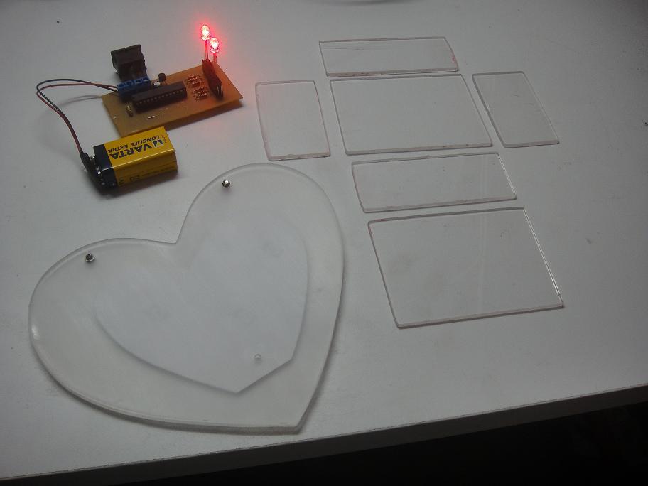 Corazón de acrílico y leds RGB (2/6)