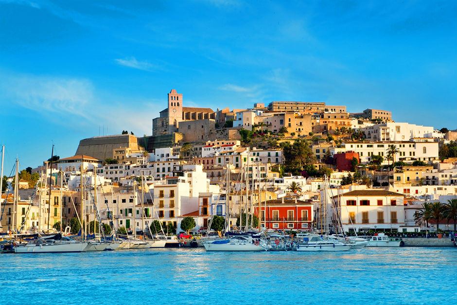 Concejo De Ibiza Quiere Prohibir A Airbnb En La Isla
