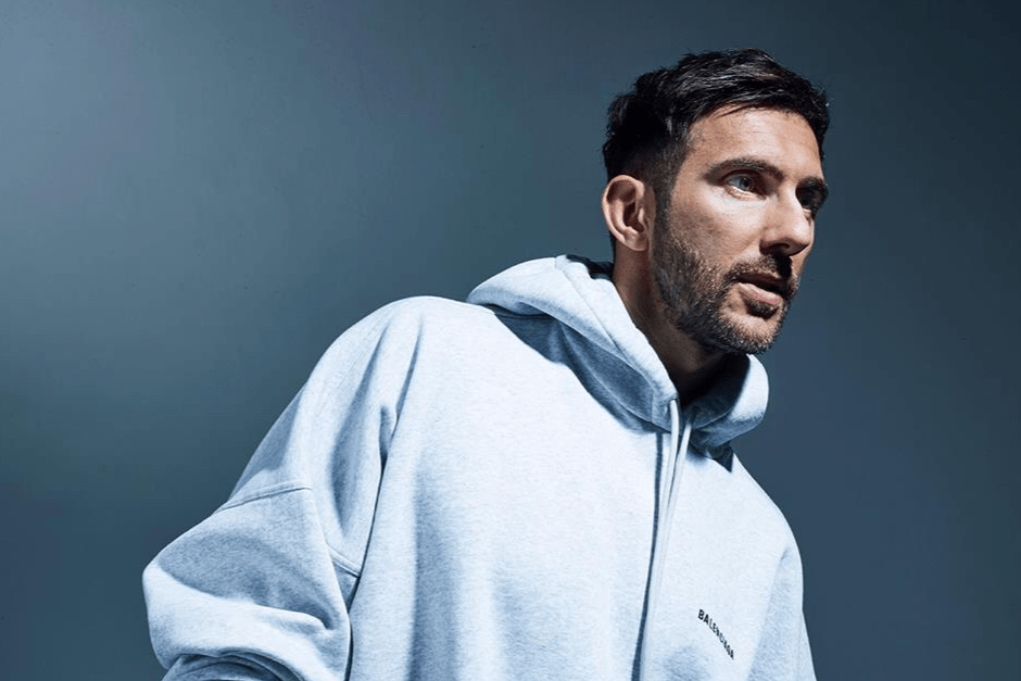 Watch Hot Since 82 Play Aboard A Pirate Ship