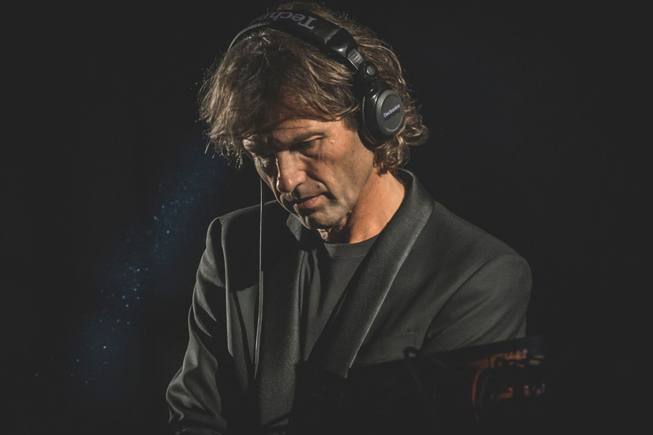 Hernan Cattaneo Shares 10 Tracks That Inspired His Show 'Connected'