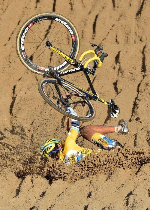 падение с шоссейного велосипеда