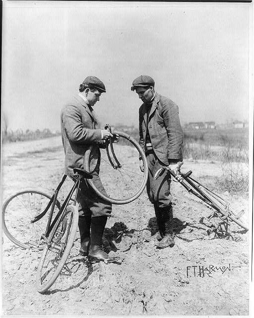 ретро история фотографии падение с велосипеда