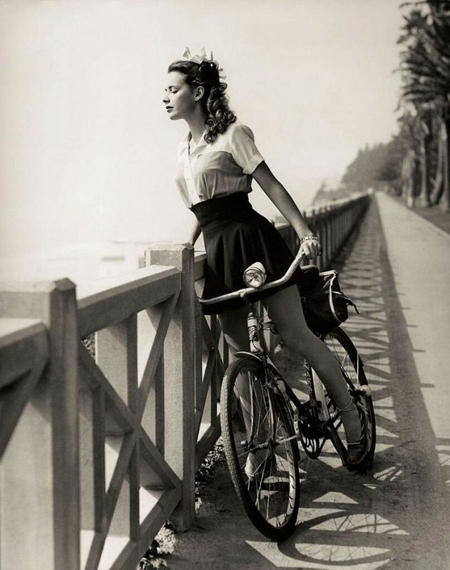история фотографии девушка на велосипеде