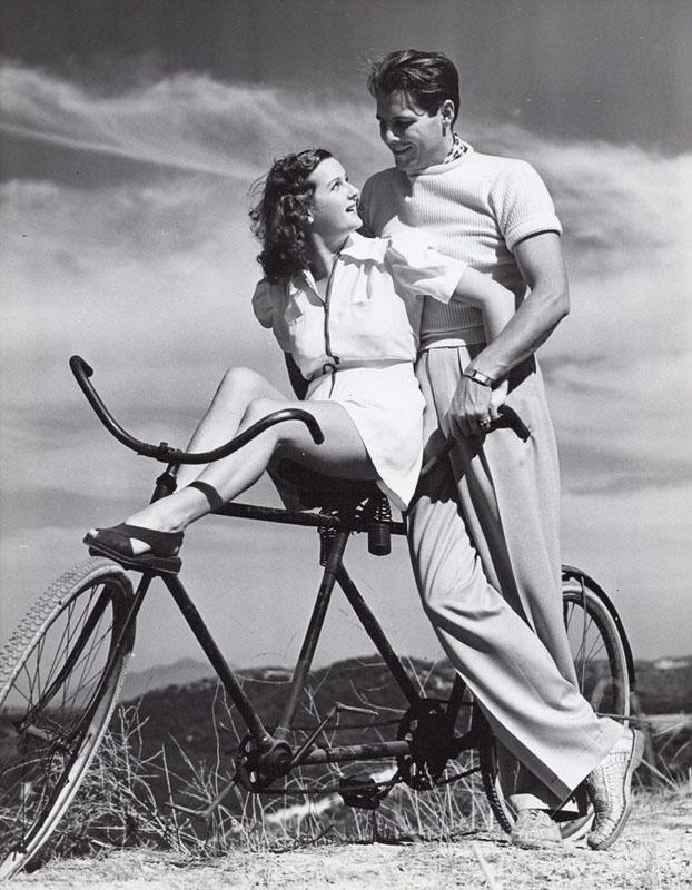 Джеймс Эллисон, и его жена Гертруда Дюркин на велотандеме, 1938 год