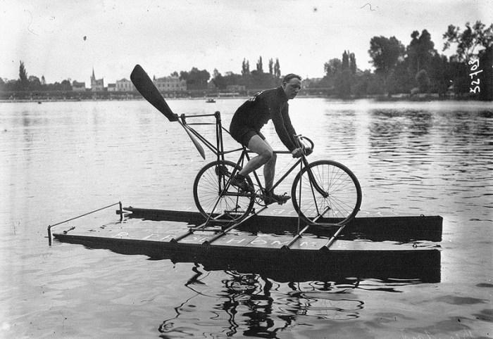 водный велосипед с пропеллером