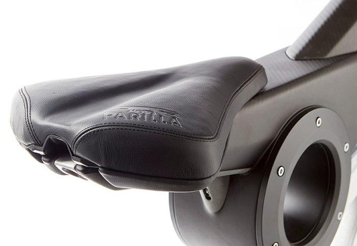 седло электрофэтбайка MotoParilla Carbon