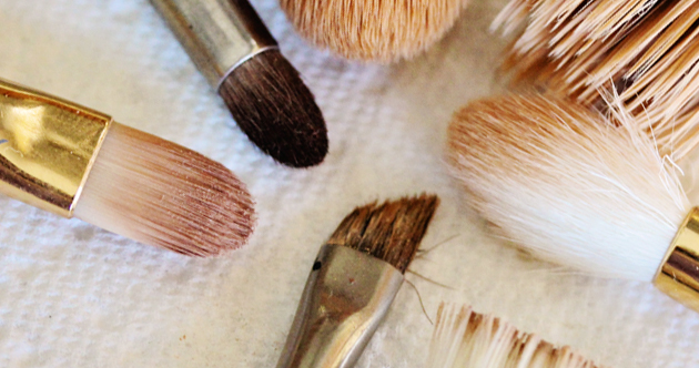 how to clean makeup brushes with dish soap