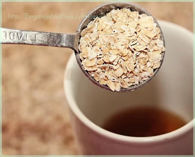 Raw uncooked oatmeal