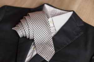 jacket-and-tie-detail-concept-of-italian-tailoring-quality-style-made-in-italy_t20_OzRjdE