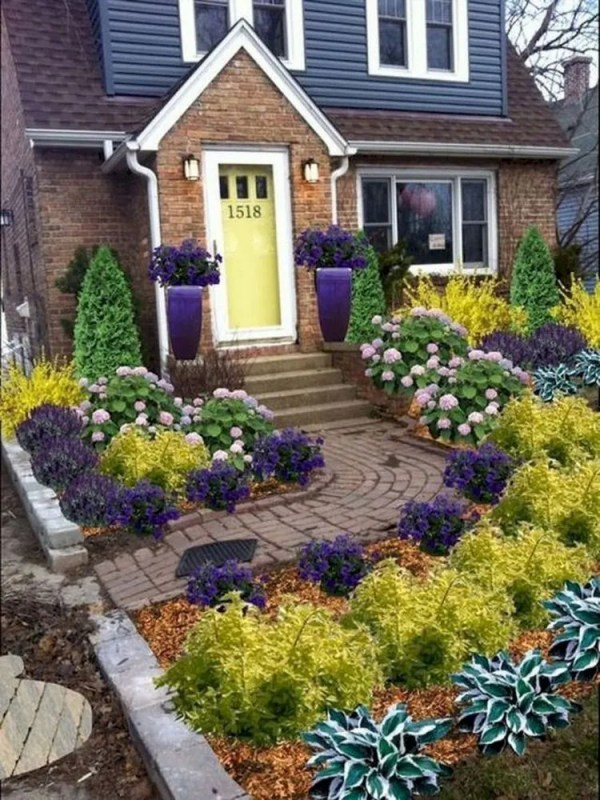 beautiful small front yard