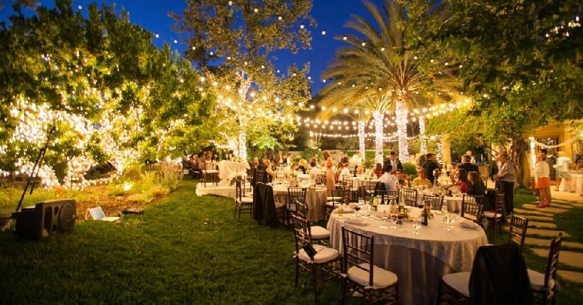 10 Tips On Planning an Amazing Backyard Wedding