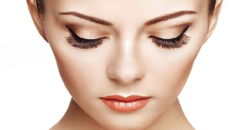 You are currently viewing 7 Best Eyelash Extension Kits of 2021