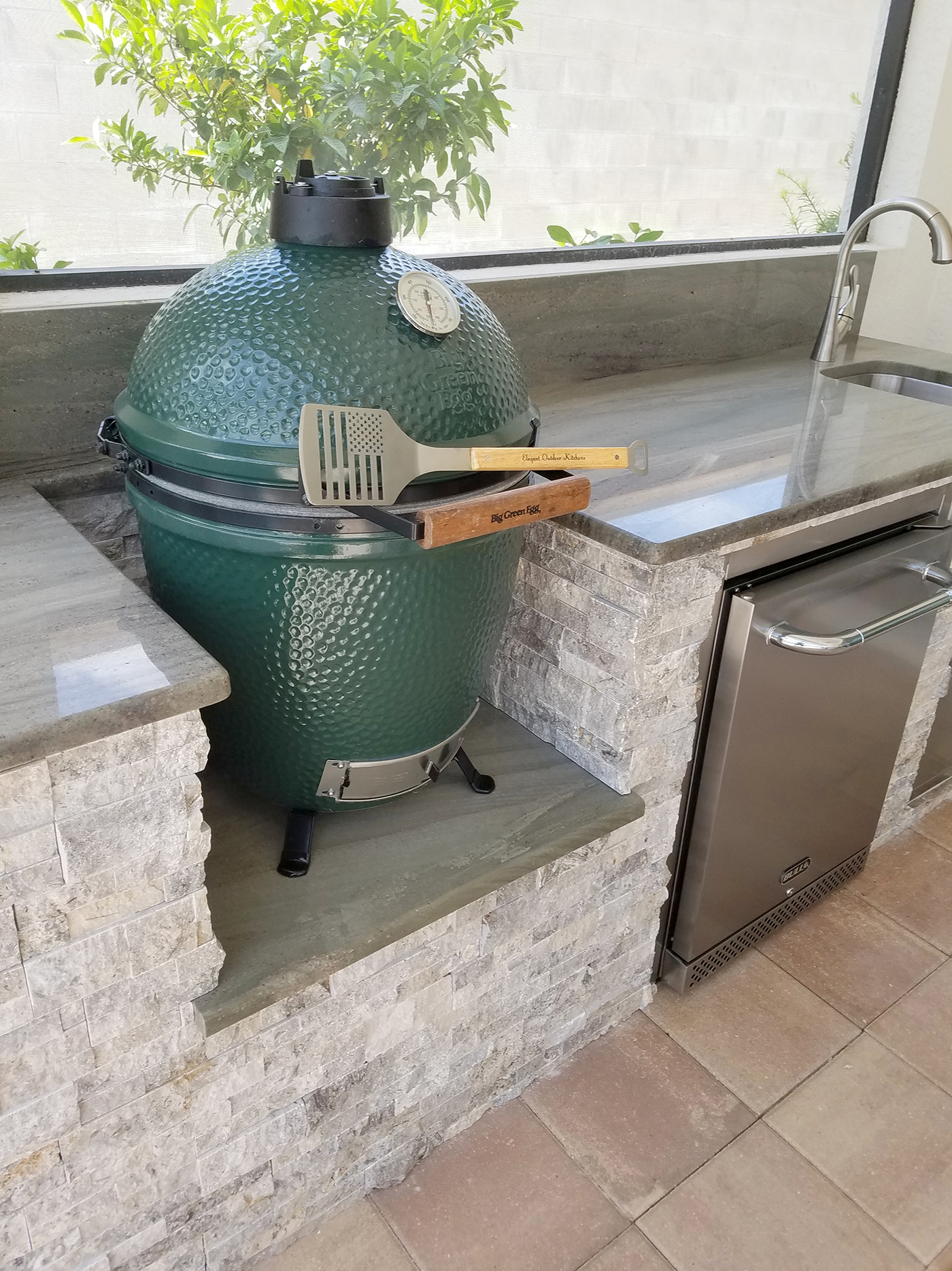 Custom Outdoor Kitchen With Built In Big Green Egg Grill Elegant