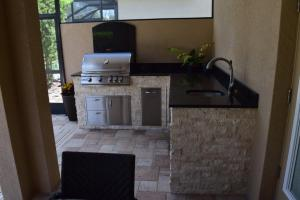 Outdoor kitchen with Blaze components