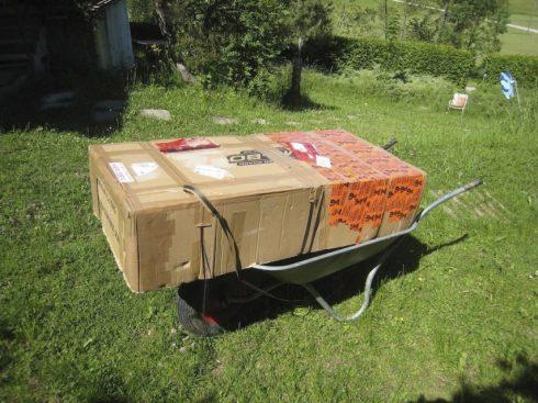 Auspackzeremonie 1ganz schön groß die Schachtel und schwer, über 35 kg!