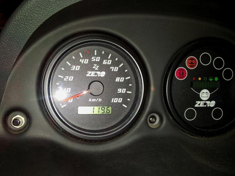 Bei 100 km/h ist leider Schluss - nicht nur am Tachometer. Bei einem Stadtflitzer aber fast nebensächlich.