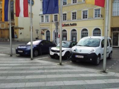 Fröhliches Come-Together beim Aufladen zwischen zwei Franzosen.