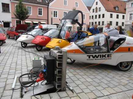Temporäre Stromtankstelle mit Starkstrom während einer Elektroauto-Veranstaltung