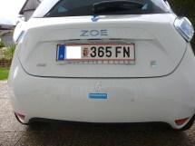 All zu viel ist da von meinem Sticker nicht mehr über geblieben, aber auf alle Fälle individuell. {:-) Auf Siegfrieds Website findet ihr auch jede Menge Elektroauto-Fotos: www.siegfried-huemer.at/
