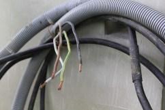 Beim Erdkabel sollten 5 x 10 mm2 Kabelquerschnitt reichen, um auch unter Dauerlast 22 kW zum ZOE zu schicken.
